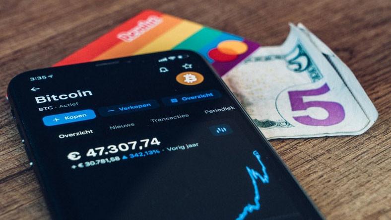 Kripto Para Sahtekarlığı, Google Play Store ve App Store'da da Gözükmeye Başladı
